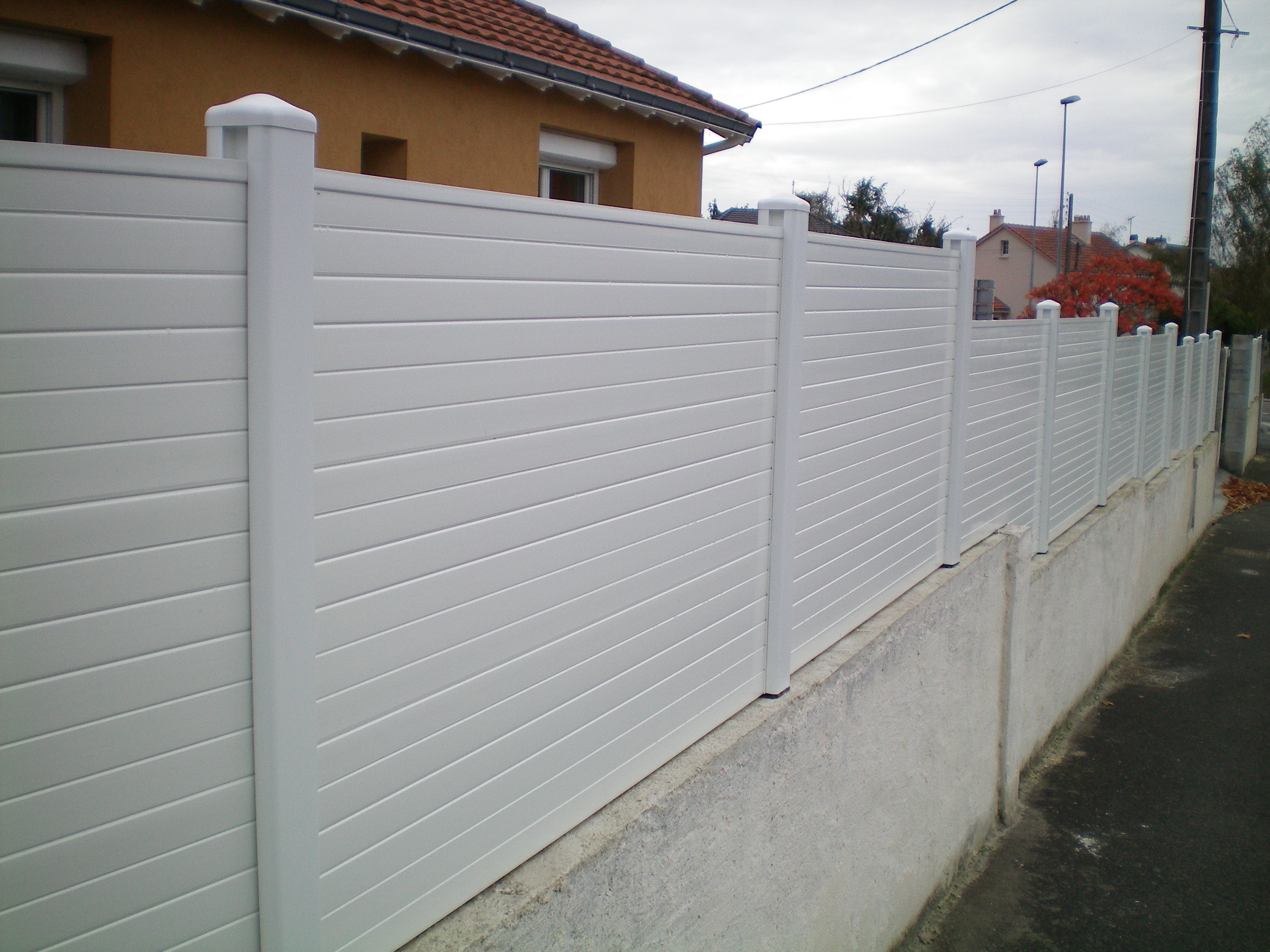 cloture pvc massif
